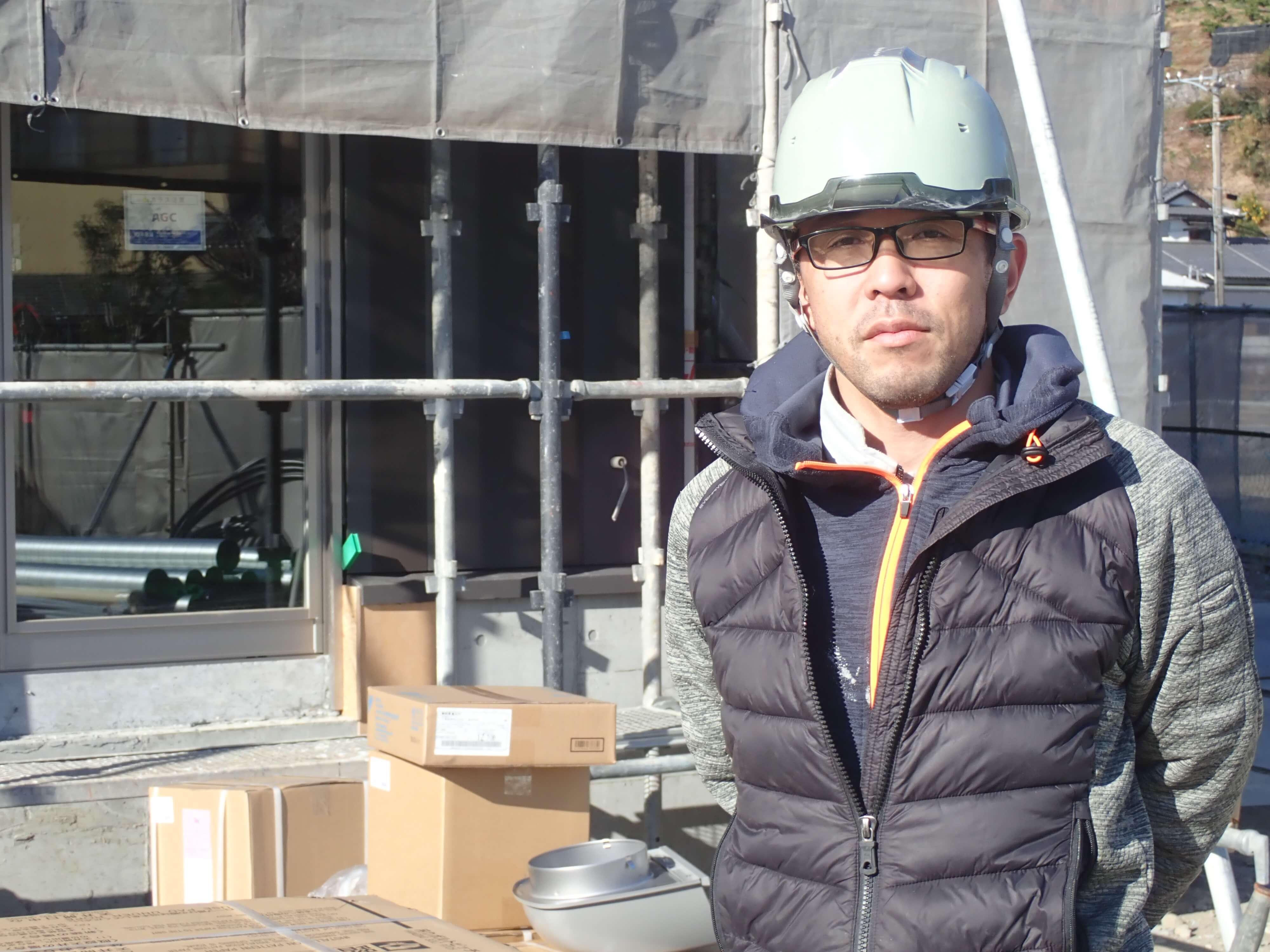 株式会社アールプラント中川社長の作業場での写真